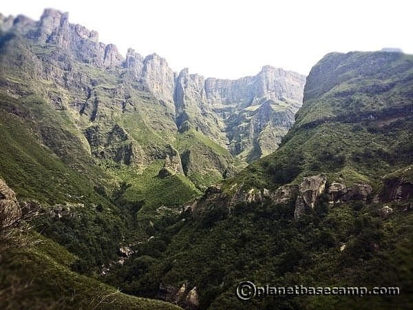 Drakensberg - Tugela Gorge - View of Escarpment